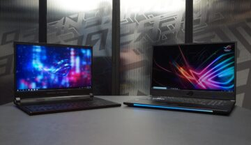 Laptopuri ASUS ROG Zephyrus S și ASUS ROG Strix SCAR II, care nu sunt incluse în cele mai buen laptopuri de gaming din 2021. Ambele sunt deschise, pe o masă gri