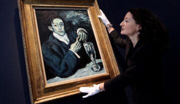 Tabloul Portrait of Angel Fernandez de Soto (The Absinthe Drinker), ajustat în 2010 de directoarea Casei de licitații Sothebys. Fundalul negru, tabloul are o ramă aurie
